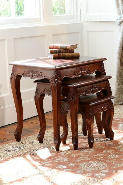 Mahogany Queen Anne Nest Of 3 Tables