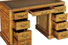 Hampton Pedestal Desk with inlaid leather top (Medium)