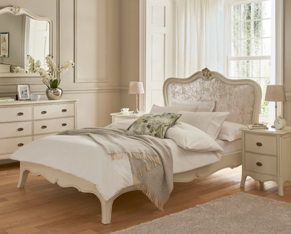 Winsor Classic Collection Bed with upholstered headboard