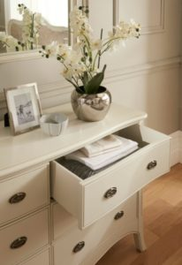 Declutter your Home: Winsor Classic Collection Dressing Chest